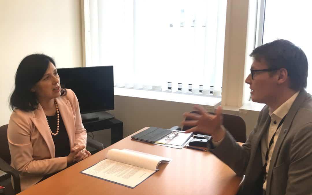 Austausch mit EU-Kommissarin Vera Jourová zu E-Evidence