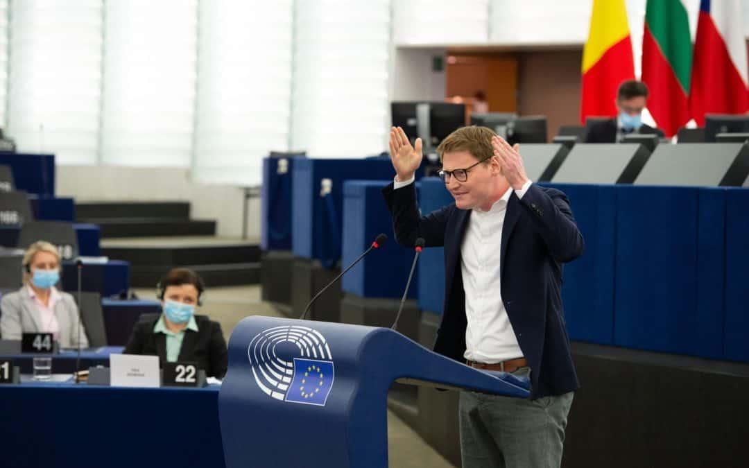 Hitzige Aussprache im Plenum über Ungarns Anti-LGBTIQ-Gesetz